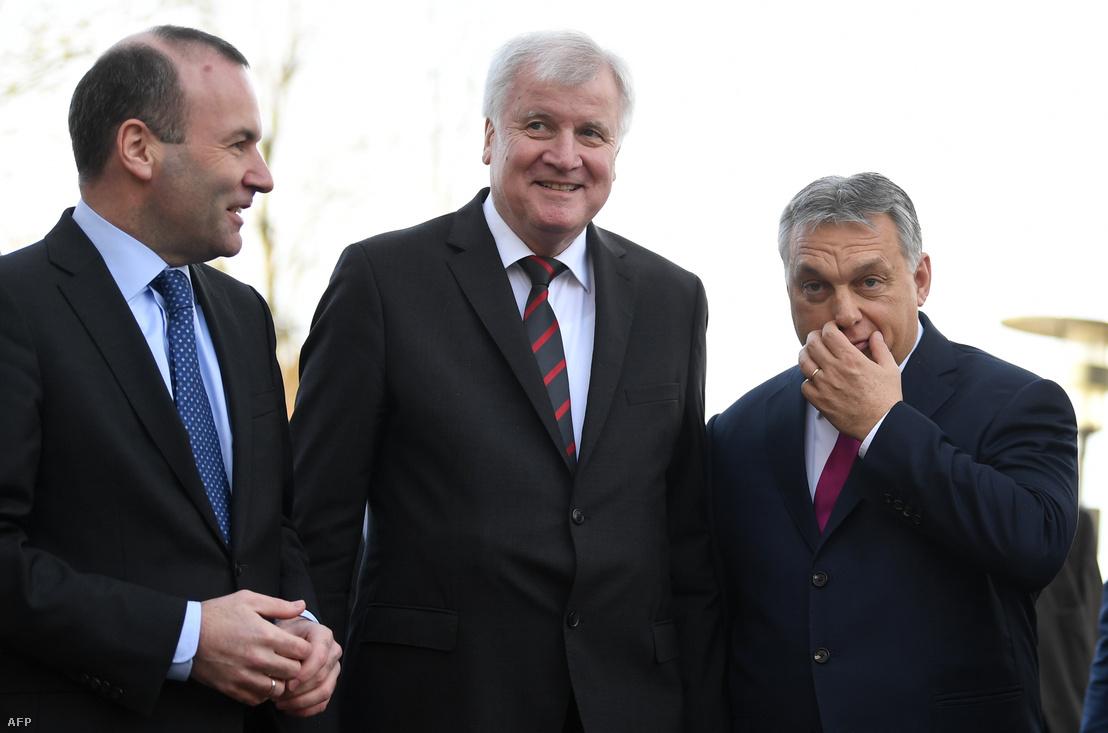 Manfred Weber (Balra), Horst Seehofer (CSU vezetője) és Orbán Viktor, Seeon Abbey, Németország, 2018. január 5. Fotó: Christof Stache