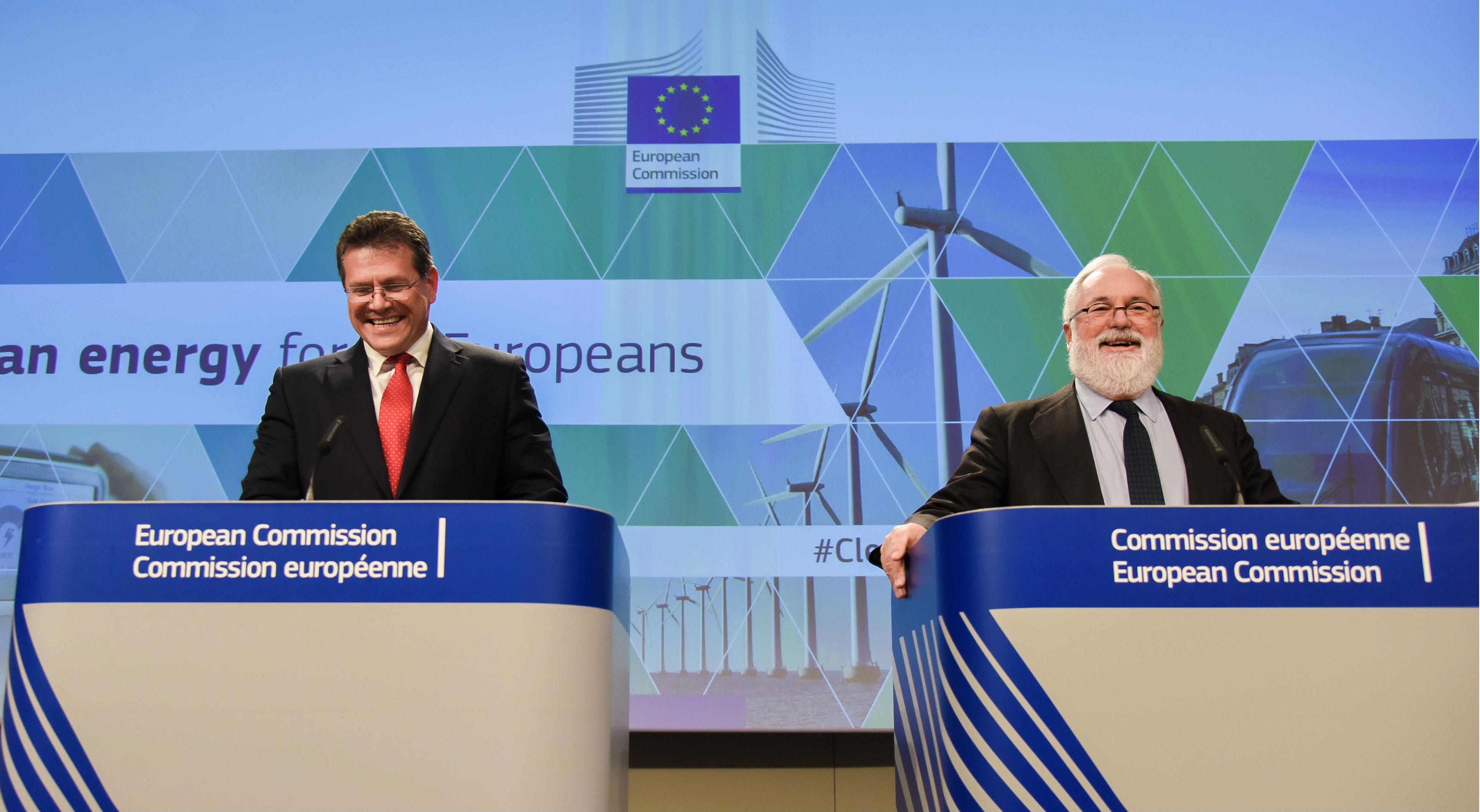 Maroš-Šefčovič, az Energiaunióért felelős bizottsági alelnök, és Miguel Arias Cañete energiaügyi biztos a Tiszta Energia Csomag bejelentésekor